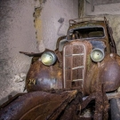 დიდი აღმოჩენა: მიწის ქვეშ ომამდელი ავტომობილები იპოვნეს