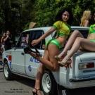 გოგონები ზაპოროჟიეს რეტრო-ფესტივალზე