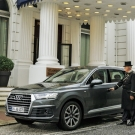 რას ნიშნავს დღეს მდიდრული ავტომობილი? Audi Q7 Mercedes S-კლასის წინააღმდეგ