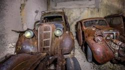 დიდი აღმოჩენა: საფრანგეთში მიწის ქვეშ ომამდელი ავტომობილები იპოვნეს